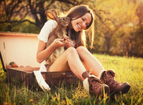 Mulher com coelho