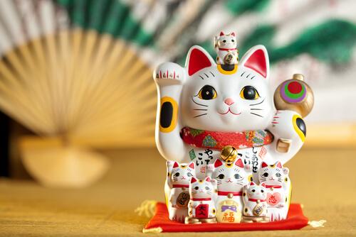 ¿Conoces al Maneki-neko o gato de la suerte?