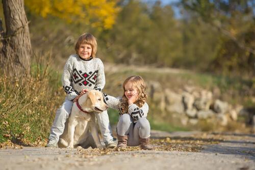 Según un estudio los niños con mascotas son más felices