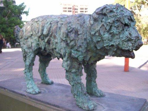 Escultura perro callejero fernando