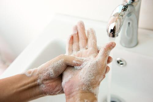 Lavarse las manos es crucial