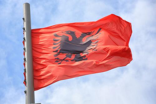 Animales en banderas de países: Albania
