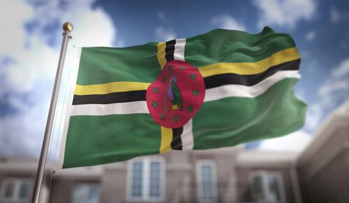 Animales en banderas de países: Dominica