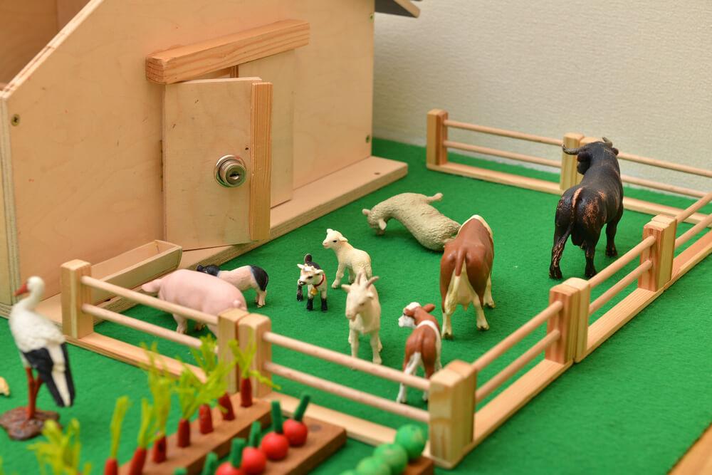 Granja de animales de juguete.