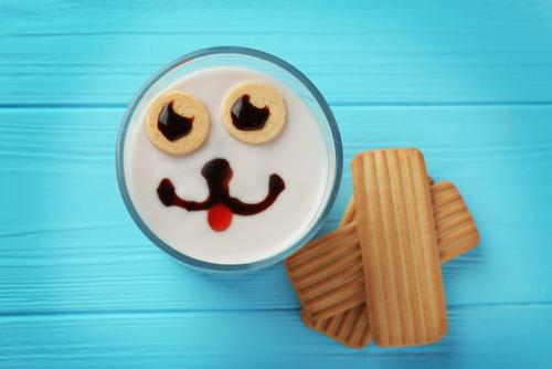 Los alimentos probióticos ayudan a mantener la salud intestinal.