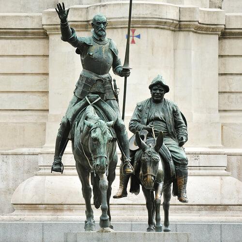 Estatua don quijote de la mancha.