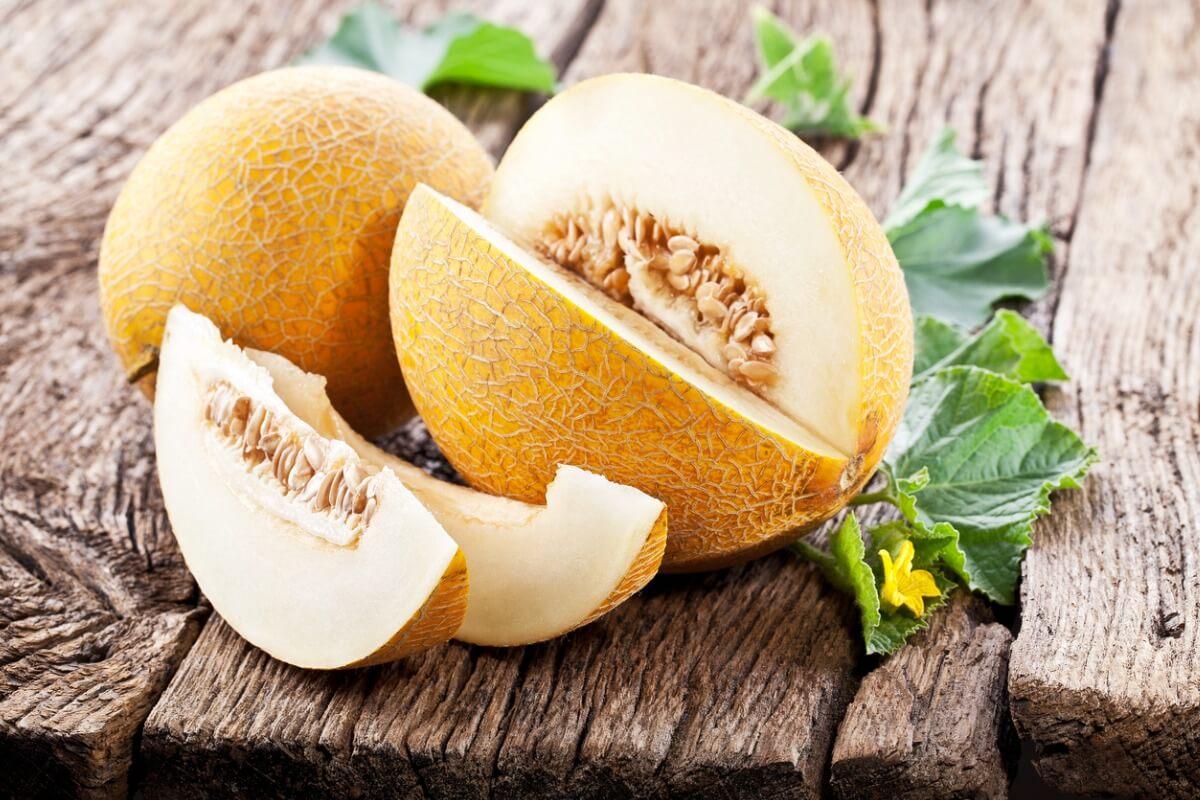 Un melone bianco aperto.